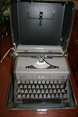 Vintage 1940's Royal Arrow Portable Typewriter with Case Serial #C-1706327