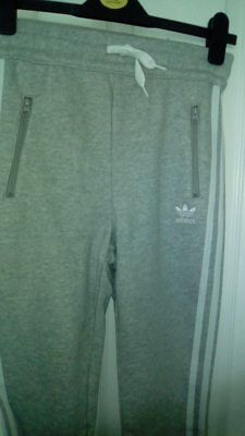 Bnwt  Lovely Girls Adidas Grey Fleece Tracksuit Bottoms  2 Zipped Side Pockets