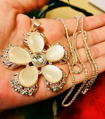 Large Charming Mother Of Pearl 5 Petal Flower Fashion Necklace Very Chic!