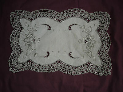 #423 Beautiful Vintage Handmade Placemat 41cm/27cm(16''/11'')