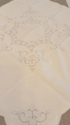 """Vintage Embroidered Needle craft Table Linen Ecru Tablecloth Square 31.5x31.5 """""""