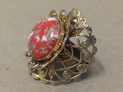 Big cocktail ring statement costume jewelry 1980's gold tone fancy gaudy ornate
