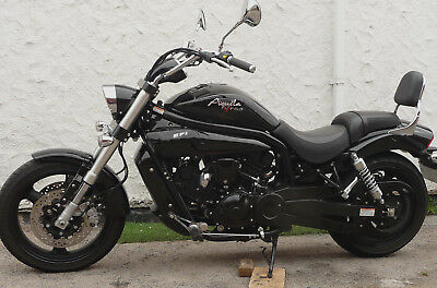 HYOSUNG GV650 BLACK, Reg JUNE 2017  1200 Miles only.  UNMARKED or MINT Condition