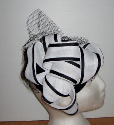 BNWOT Black and white coloured fascinator