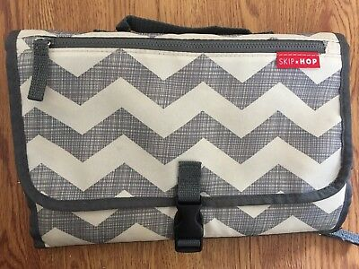 Skip Hop Pronto Changing Station Diaper Wipes Clutch Chevron EXCELLENT CONDITION
