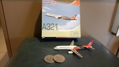 Dragon Wings Turkish Airlines Airbus A321 1:400 model