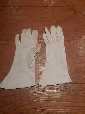 Cream Coloured Vintage Gloves With Embroidered Detail For Small Hands
