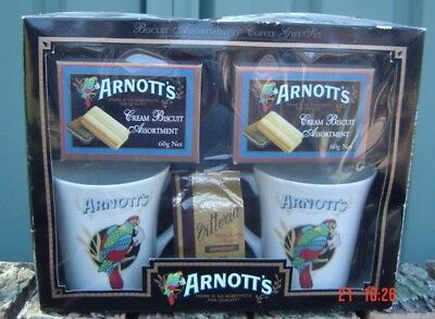 Arnotts Presentation pack Contains 2 Mugs, 2 Packs Biscuits & 1 Bag coffee