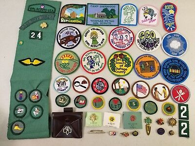Lot of Vintage Girl Scout Items: Sash, Patches, Badges, Pins, Clips & Coin Purse