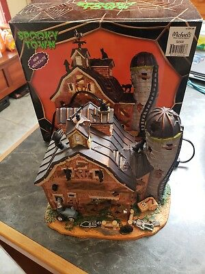 Lemax Spooky Town 2015 lighted DILAPIDATED BARN 55916