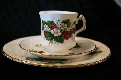 Hammersley Strawberry Ripe Tea Cup Trio Stunning Pattern Mint