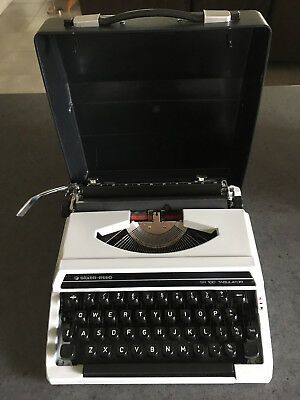 vintage silver reed portable typewriter Grey/black  Excellent condition 1980's