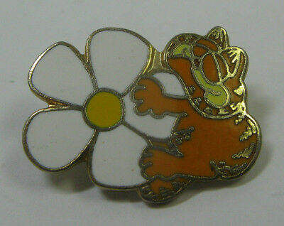 Vintage 1978 Garfield Pin - Stop To Smell The Daisies - United Feature Syndicate