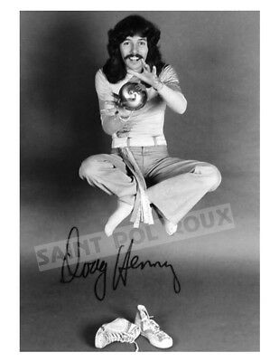 DOUG HENNING LEVITATING 8.5 X 11 B&W PHOTO / Archival Magician Photo Reprint