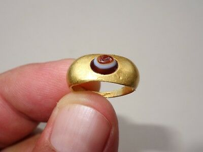 ancient gold Roman ring with convex oval sardonyx with engraved design - rabbit