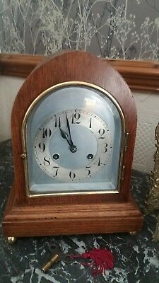 Antique 8 day mantel clock. Working order with key.