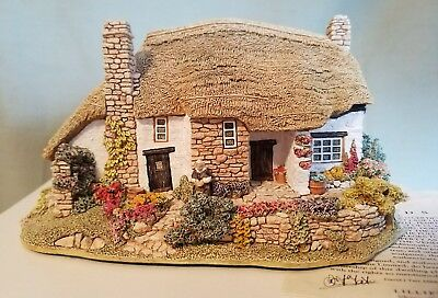 Lilliput Lane Old Mother Hubbards with box ◇