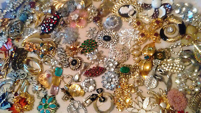 HUGE LOT of Vintage COSTUME JEWELRY Signed  / Unsigned 350 + pcs wear resell rep