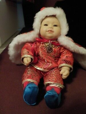 Adorable Little 2006 Marie Osmond Doll Asian Baby Boy In Red /gold Outfit #2656