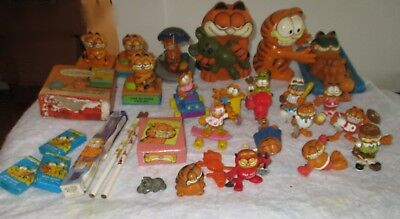 Garfield cartoon cat Davis collectible figure lot 30 PVC puzzle McDonalds soap