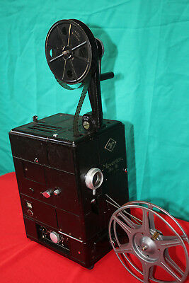 AGFA MOVECTOR ISO 16  VINTAGE SILENT 16mm MOVIE PROJECTOR.  EXCELLENT CONDITION
