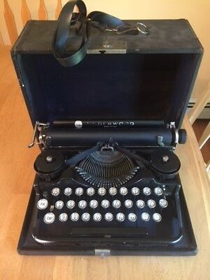 Vintage Underwood Standard portable typewriter from the 1920's