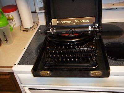 Underwood Noiseless 77 Portable Manual Typewriter With Case 1930's 1940's