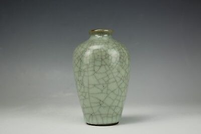 An Antique Chinese Porcelain Guan Glazed Vase