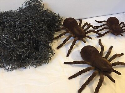 Halloween Lot: Set Of 3 Spiders With Gray Mesh Web