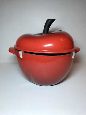 Le Creuset Cast Iron/Enamel 2 QT Dutch Oven Red Cherry Apple Cocotte w/ Box