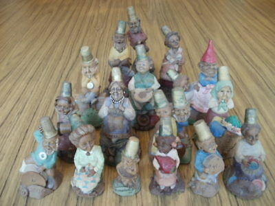Lot of 16 Tom Clark Gnomes, All thimble haeds