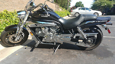 2009 Hyosung V2C-650  Hyosung V2C-650 2009 Low miles...two helmets..and trickle charger
