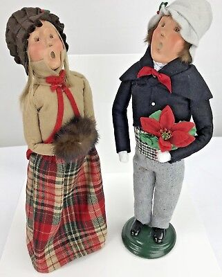 Byers Choice carolers 2001 Set Of 2 Blonde Woman And Man Hats Scarves