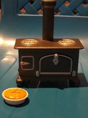 Sylvanian families range cooker with pie