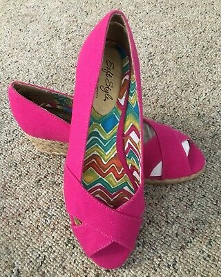 Soft Style Wedges Open Toe Shoes, PINK, New In Box