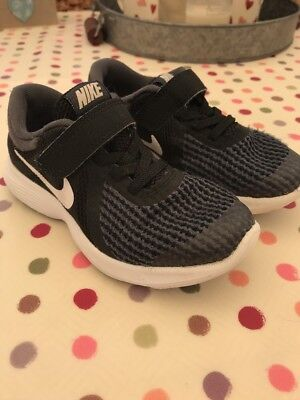 boys nike trainers size 10 Infant Size