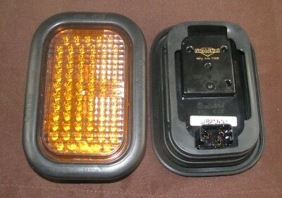 Set of 2 Truck-Lite 45-Series Stop/Turn/Tail LED Lamp, 10-30 V, Red