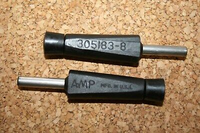 1 pair Amp 305183-8 Extraction Tools    Amp 305183-8