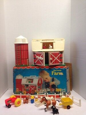 Vintage Fisher Price Little People Farm Barn Play Set  #915 in Box