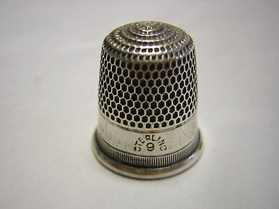 Sterling Silver Thimble size 9  marked in good condition