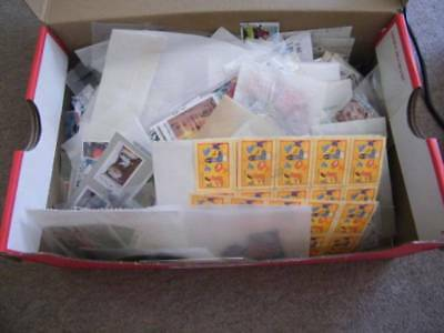 World hoard in shoe box. Huge amount of packets, 1,000's of stamps. Ref-192.