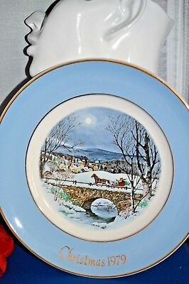 Vintage 1979 Avon ANNUAL CHRISTMAS PLATE SERIES, BY ENOCH WEDGWOOD IN ENGLAND