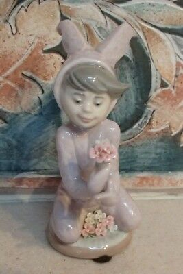"""Lladro #1507 """"Boy and his bunny"""" boy in bunny costume with flowers - MINT,RV$375"""