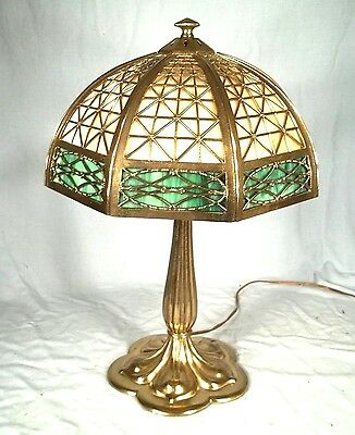ANTIQUE EARLY 20th CENTURY VICTORIAN ART NOUVEAU 2 COLOR STAINED GLASS LAMP