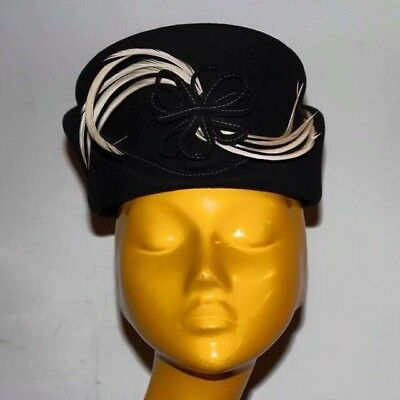 vintage women's hat in wool felt and natural feathers 1930 Antico Cappello Donna