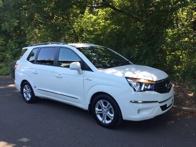Ssangyong Turismo Stavic 2.0 Diesel Auto 11 Seats