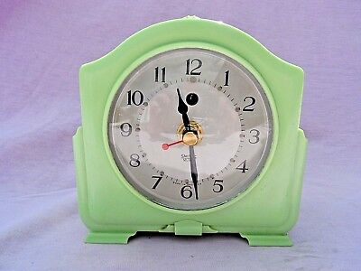 Vintage Smiths Art Deco Green Bakelite Mantle Clock Nice Condition Gwo (Battery)