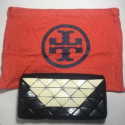 TORY BURCH BLACK SUEDE CLUTH BAG WITH TRIANGLE IVORY DESIGN Style# 31065809