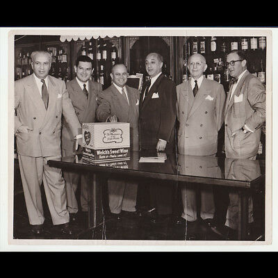 WELCH'S WINE EXECUTIVES with their short lived product ORIG 1951 8x10 PHOTO L.A.