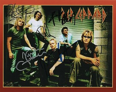 2 Durable Modeling Signed Autographed 8x10 Photo Def Leppard * Rick Savage Proof